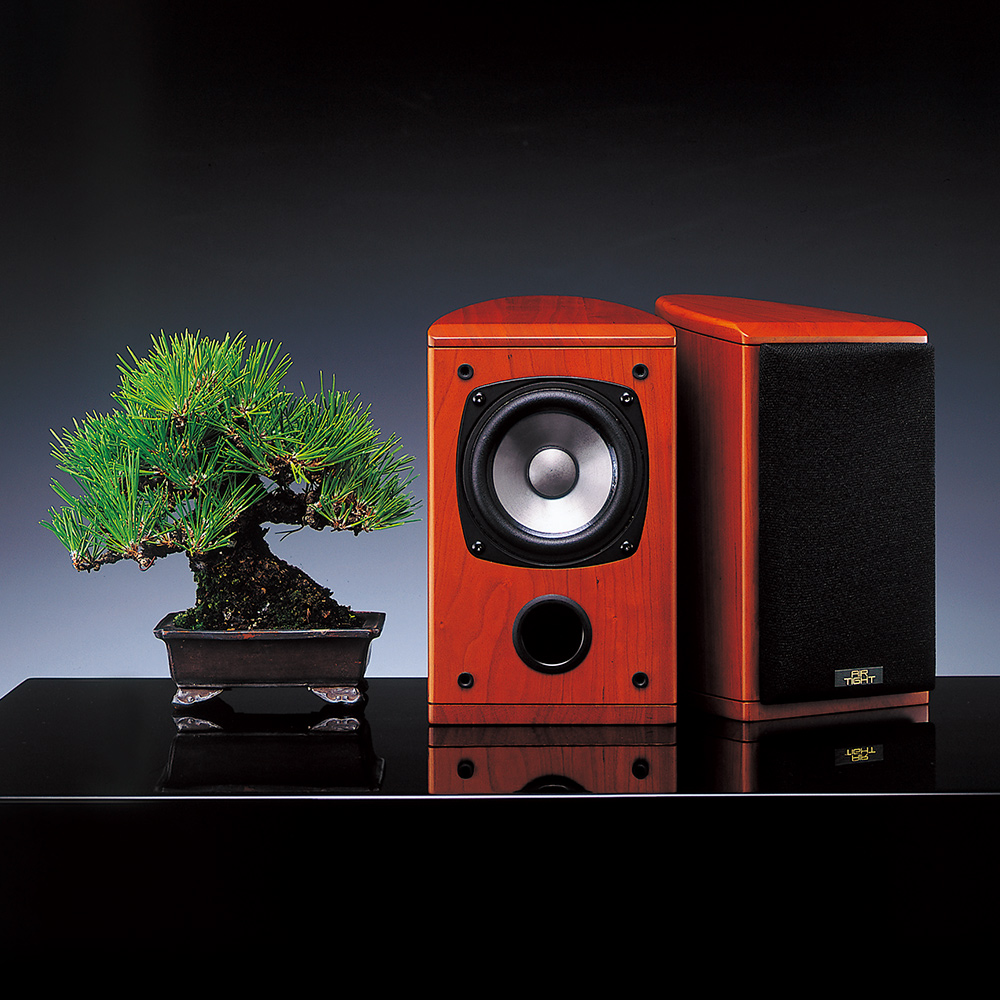 Air Tight AL-05 Single Driver Bookshelf speaker