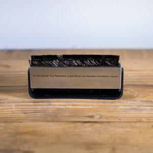 Kirmuss KA-B1 Combination Two-In-One Carbon Fibre Brush with Parastatic Felt Brush
