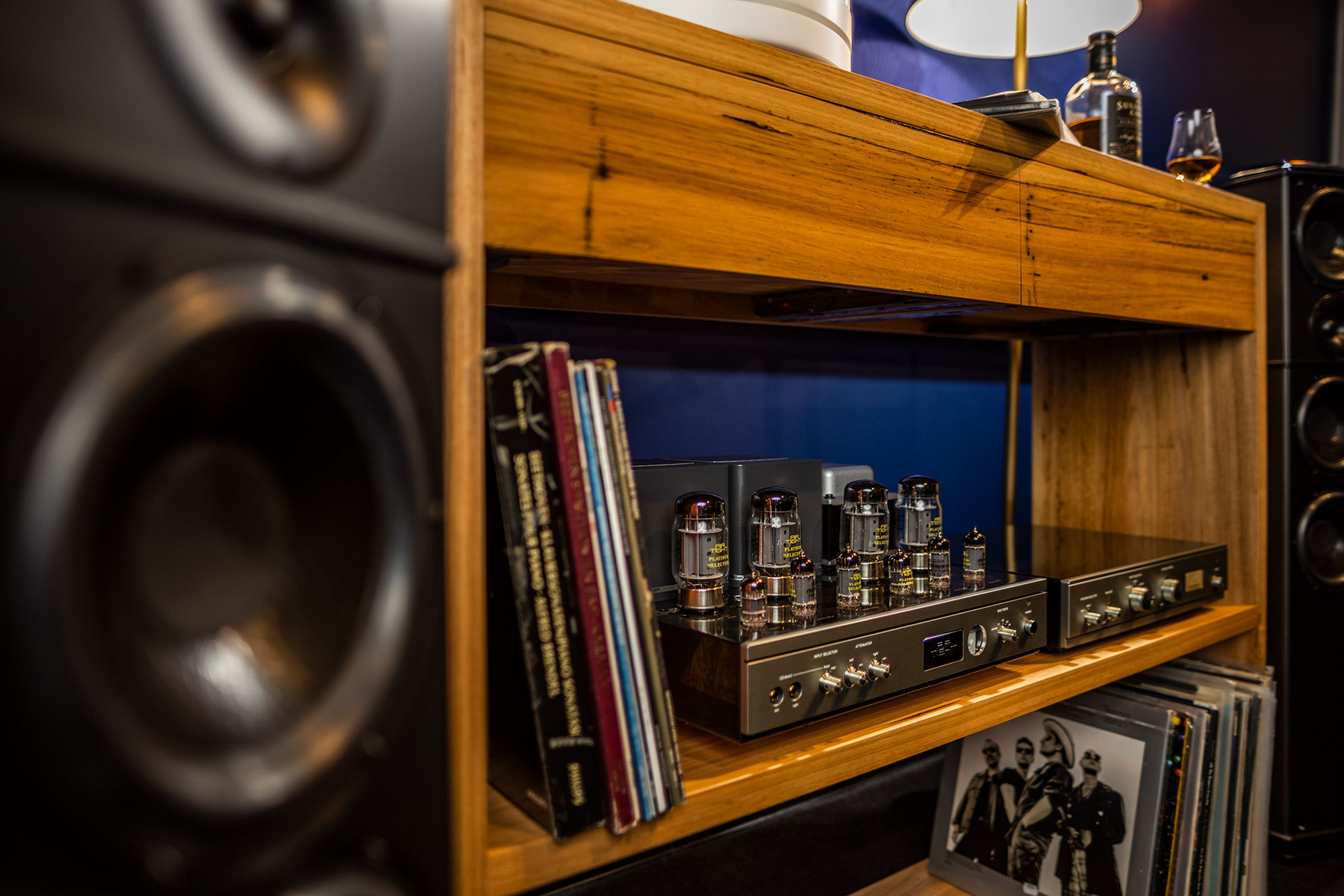 Nirvana Sound showroom - detail